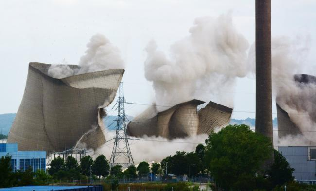 WATCH: Didcot Power Station towers demolished