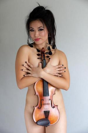 Row over naked photos of violinist ...