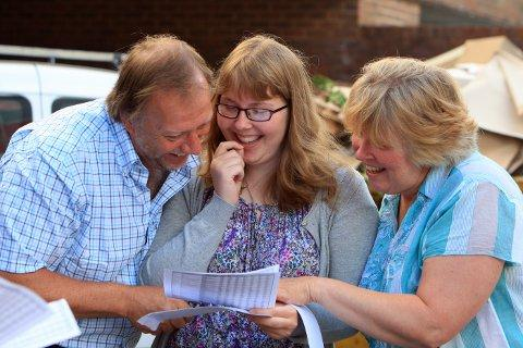 Bucks pupils celebrate GCSE results