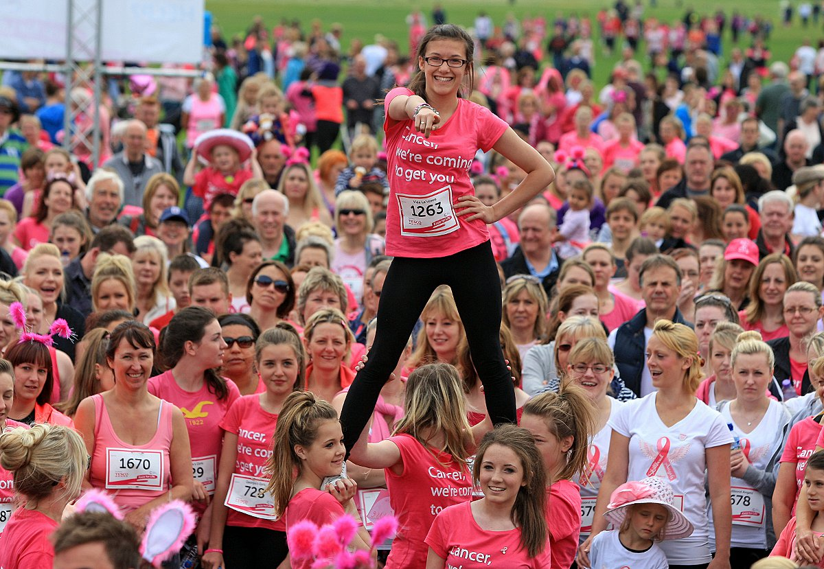 Thousands run and walk to raise money for cancer research