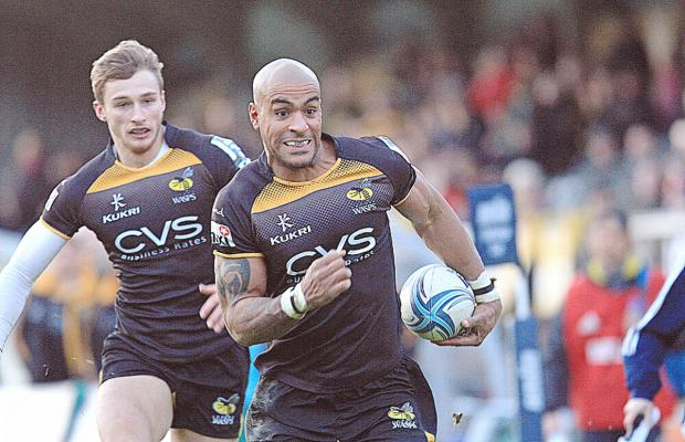 Tom Varndell runs in another try