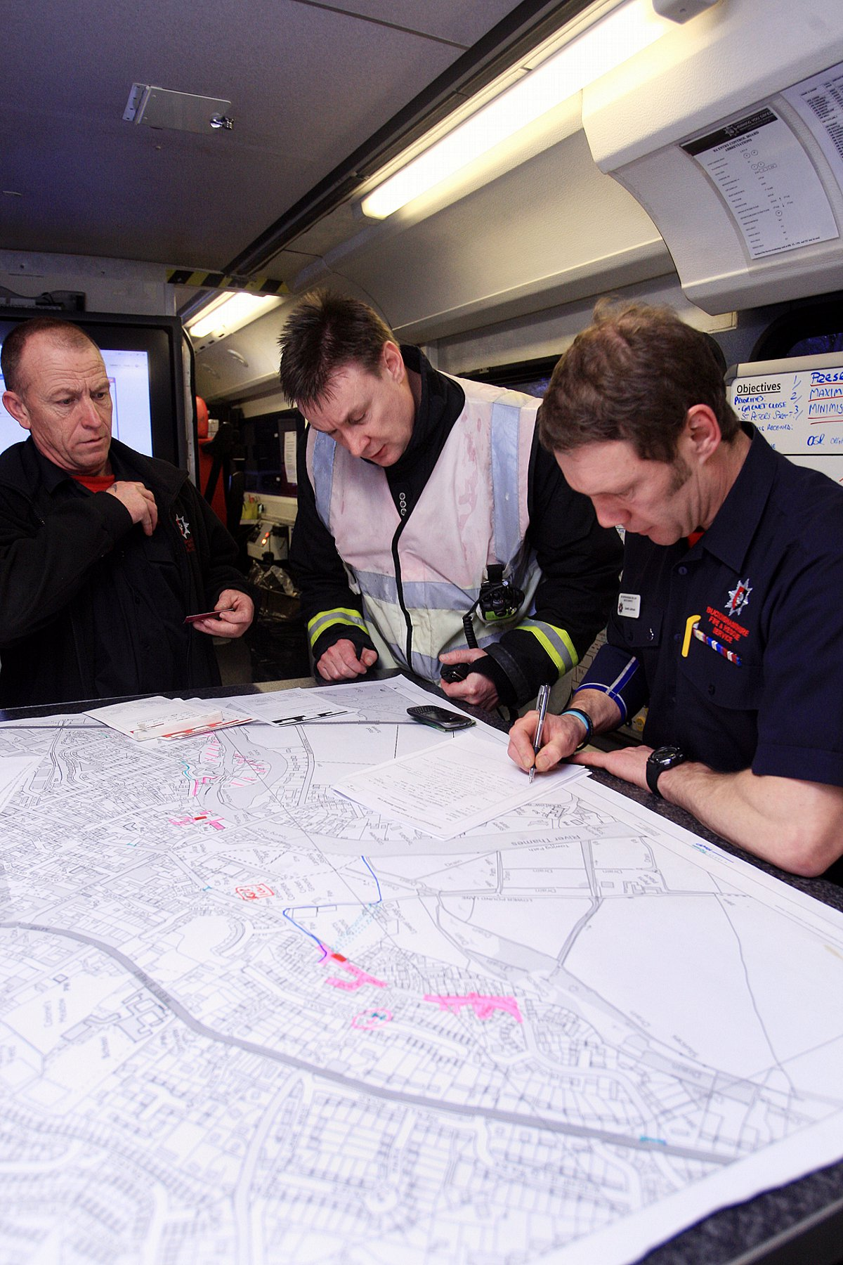 Military joins flood relief meeting at pop-up flood comms centre