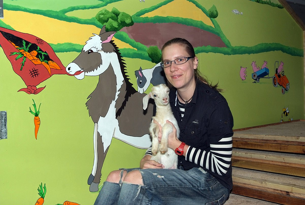 New farmyard mural at Odds Farm Park