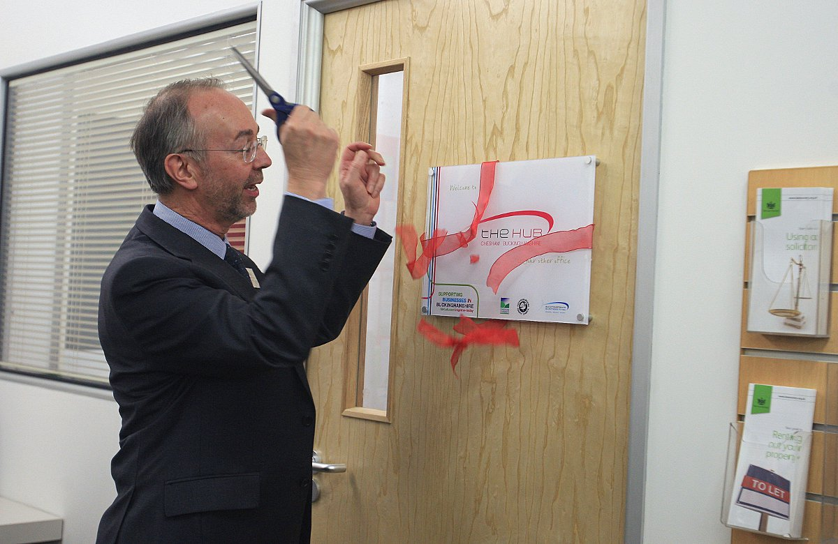 Cllr Martin Tett officially opens the new Chesham Business Hub