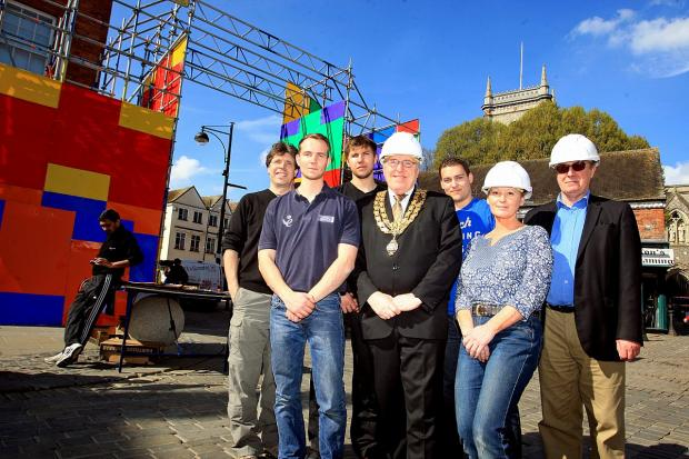 Bucks Free Press: Mayoral arch constructed ahead of procession