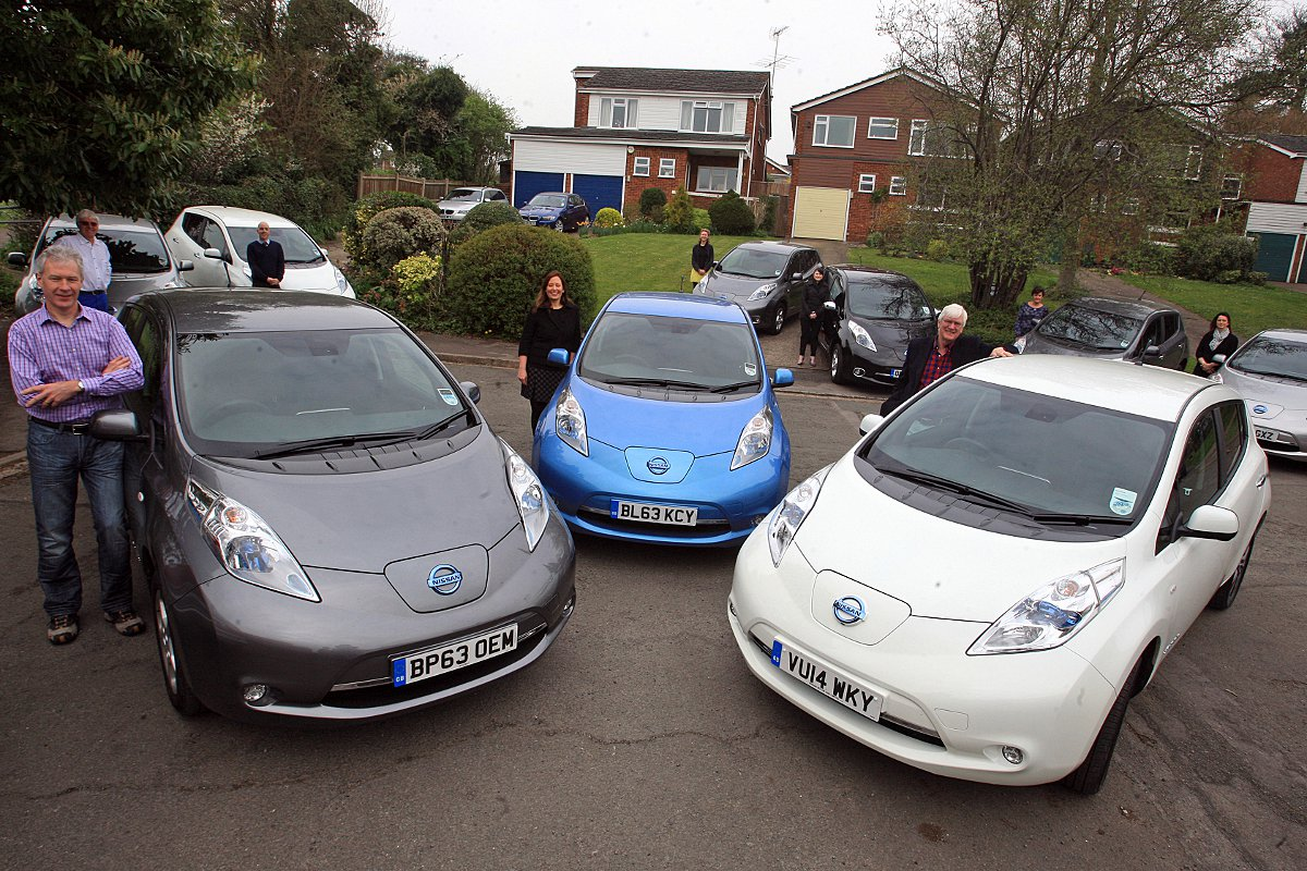 Neighbours club together to form world-first 'Electric Avenue'
