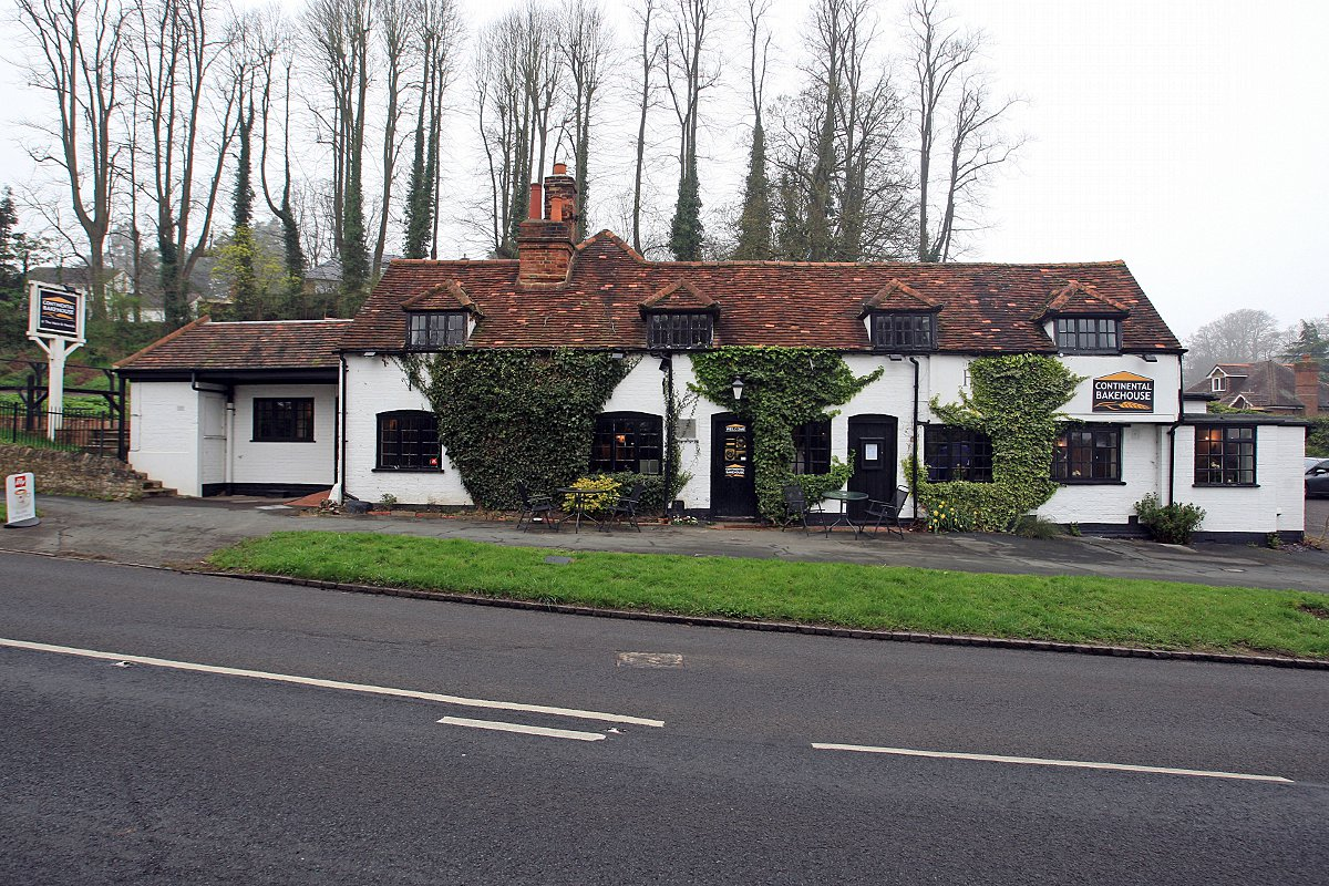 Housing plan for 16th century pub given green light
