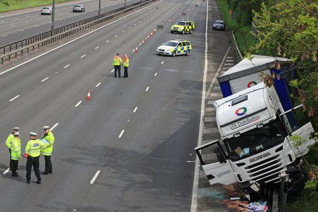 M40 closed northbound after lorry crash