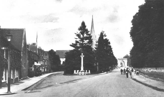 The Causeway in Marlow, with the War Memorial and All Saints parish church behind, c.1920.