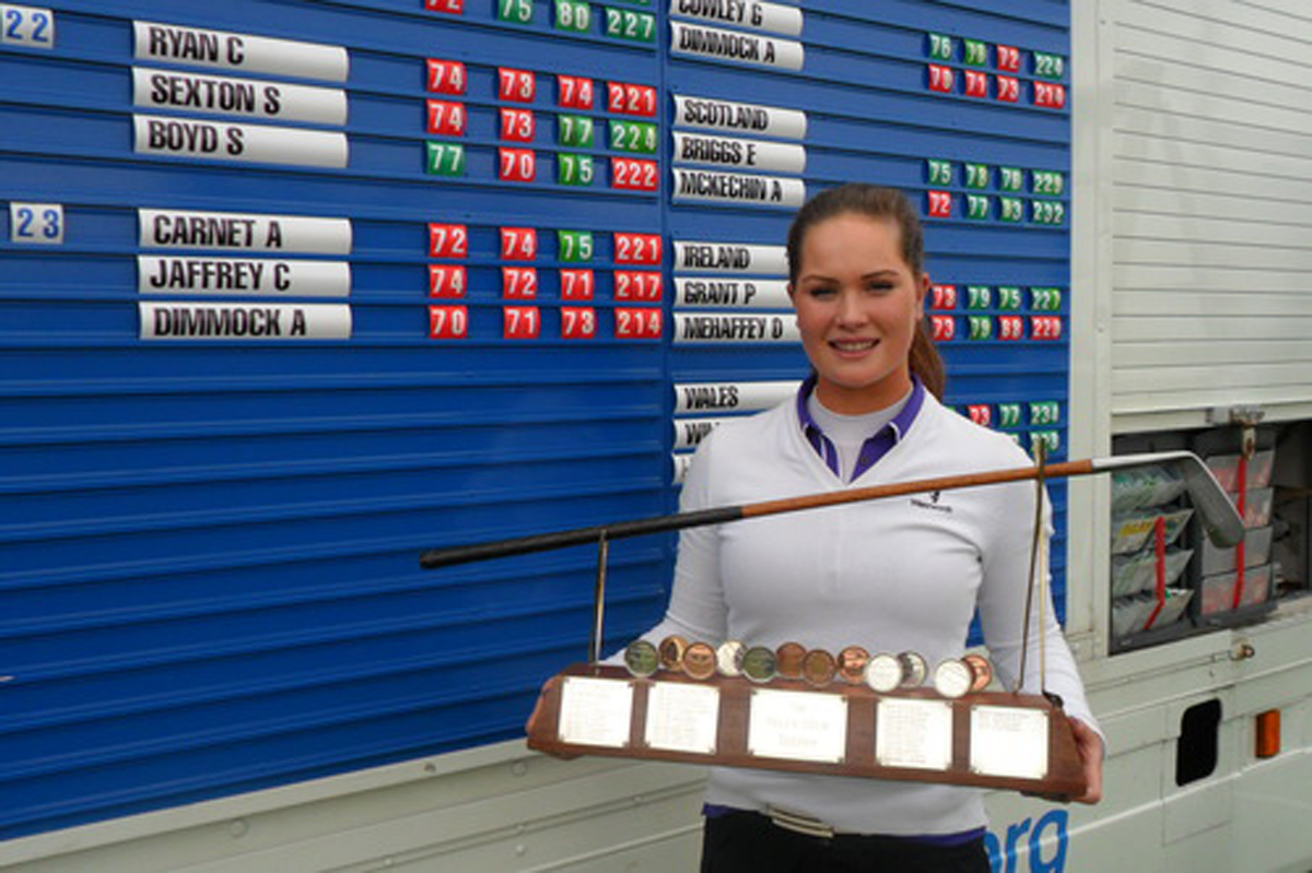 Annabel Dimmock with the Scottish Open trophy