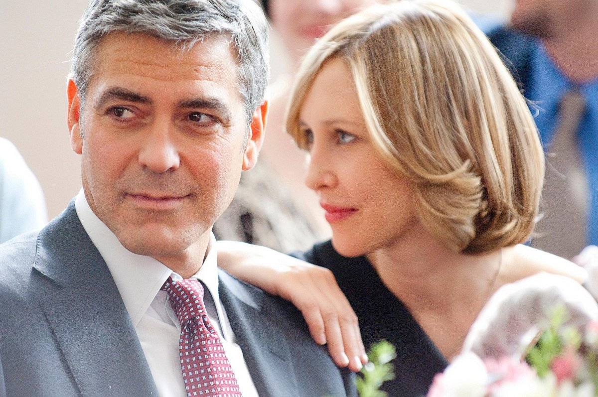 Clooney on set with Vera Farmiga, filming 'Up In The Air'