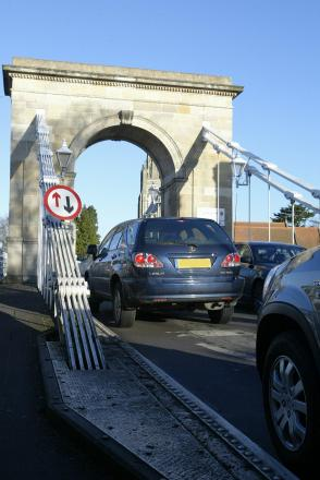 Fresh concerns over heavy vehicles on iconic bridge