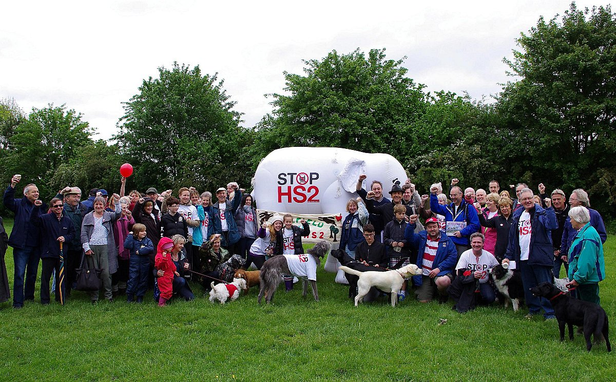 Robert Lindsay with members of the Denham Against HS2 group