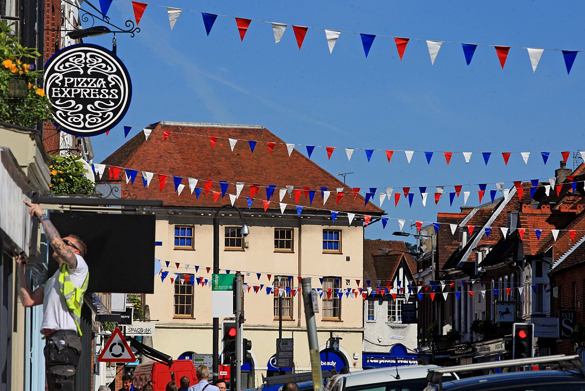 Marlow dresses for summer as May Fayre comes to town