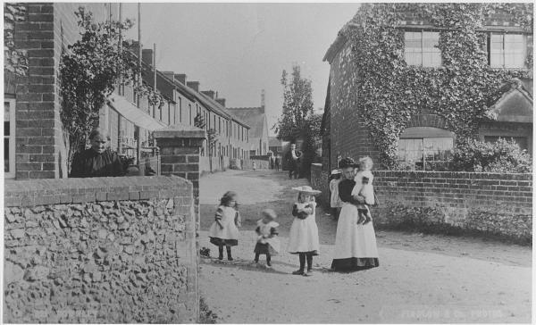 Chapel street, Downley in about 1910.