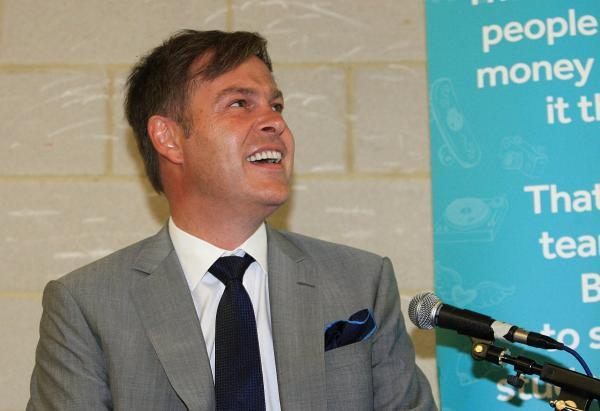 Dragon's Den star supports students in entrepreneurial challenge