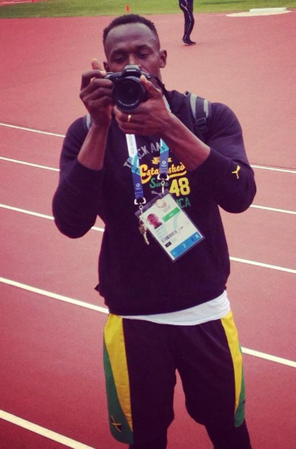 'Hey Usain, here's my photo of you taking a picture of me. So where's the photo u took of me?! @usainbolt @weRengland'