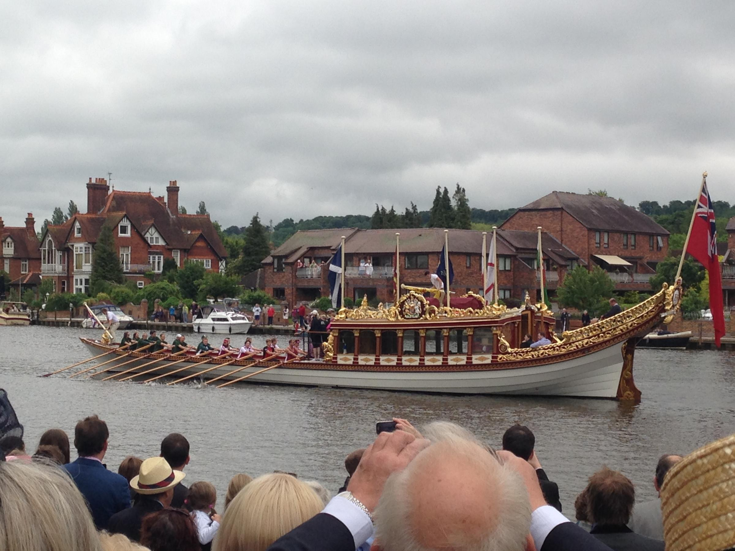 Queen's royal barge dazzles at drizzly regatta