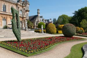 Top artist designs stunning new Waddesdon garden display