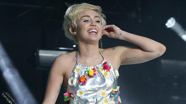 miley cyrus and liam hemsworth win christmas in cracking jumpers as the stars get festive - Miley Cyrus Christmas