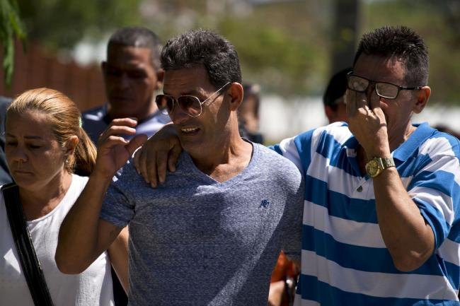 Grieving relatives of passengers who perished in Cuba's worst aviation  disaster (Ramon Espinosa/AP
